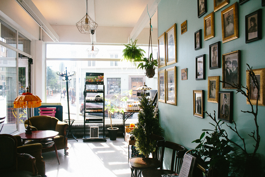 I recently returned from my trip to Finland, so I decided to share the best coffee shops in Helsinki. Learn all about them here!